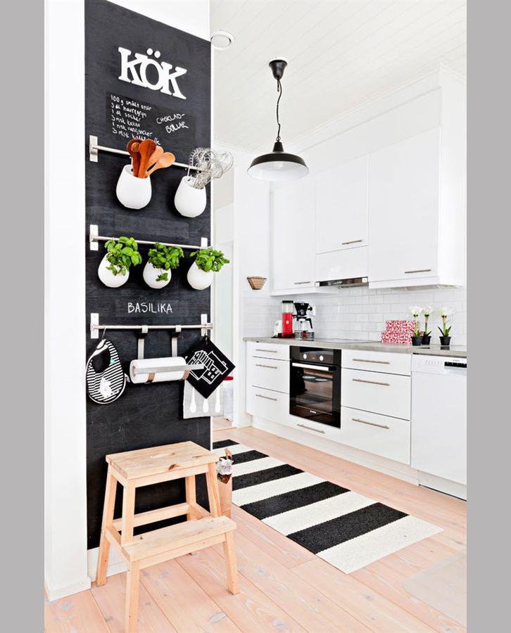 Pittura-effetto-lavagna-Parete-attrezzata-per-cucina-